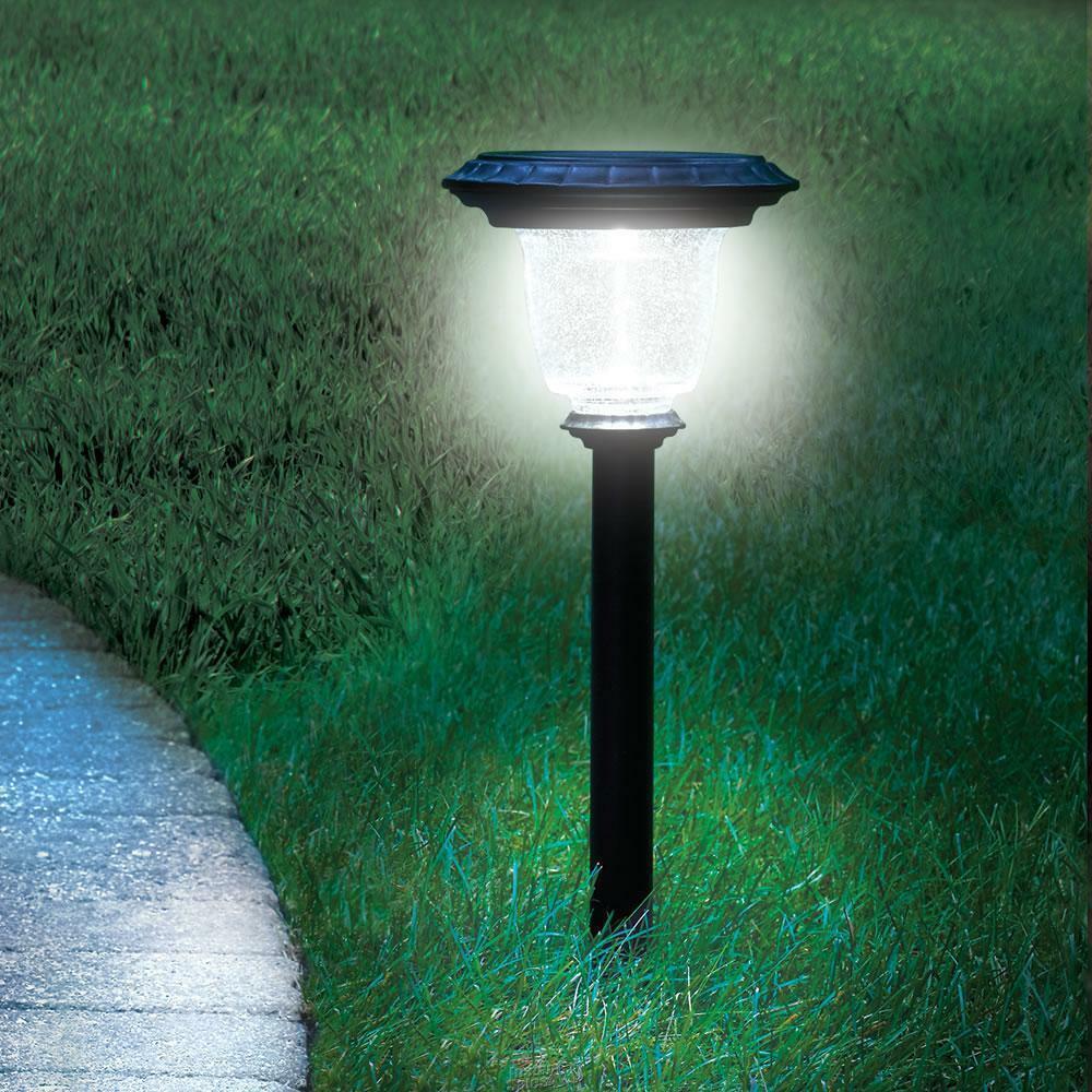 One hammacher schlemmer best solar walkway light 60 lumens for Walkway lighting fixtures